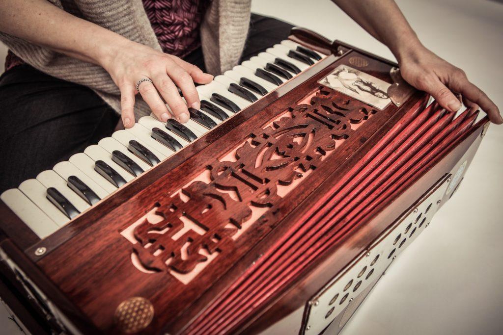 Harmonium Mantrasingen Sonala